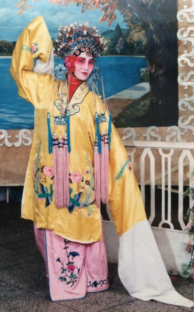 母は昔「雲南花灯」という地方劇をやってました。