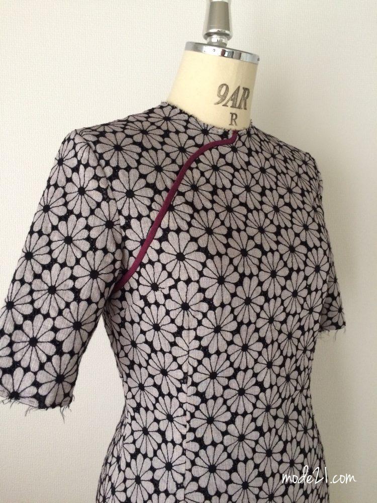 立体感のある刺繍の生地でロングの旗袍を作りました。