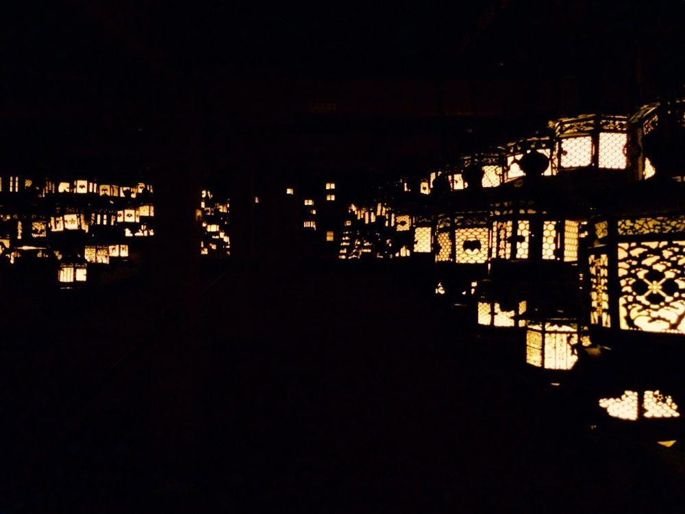 奈良。春日大社の灯籠