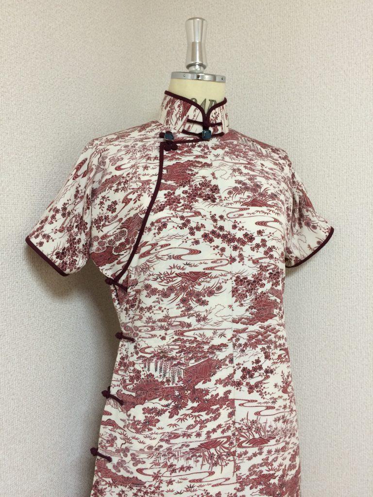 レトロ小紋の平連袖旗袍。