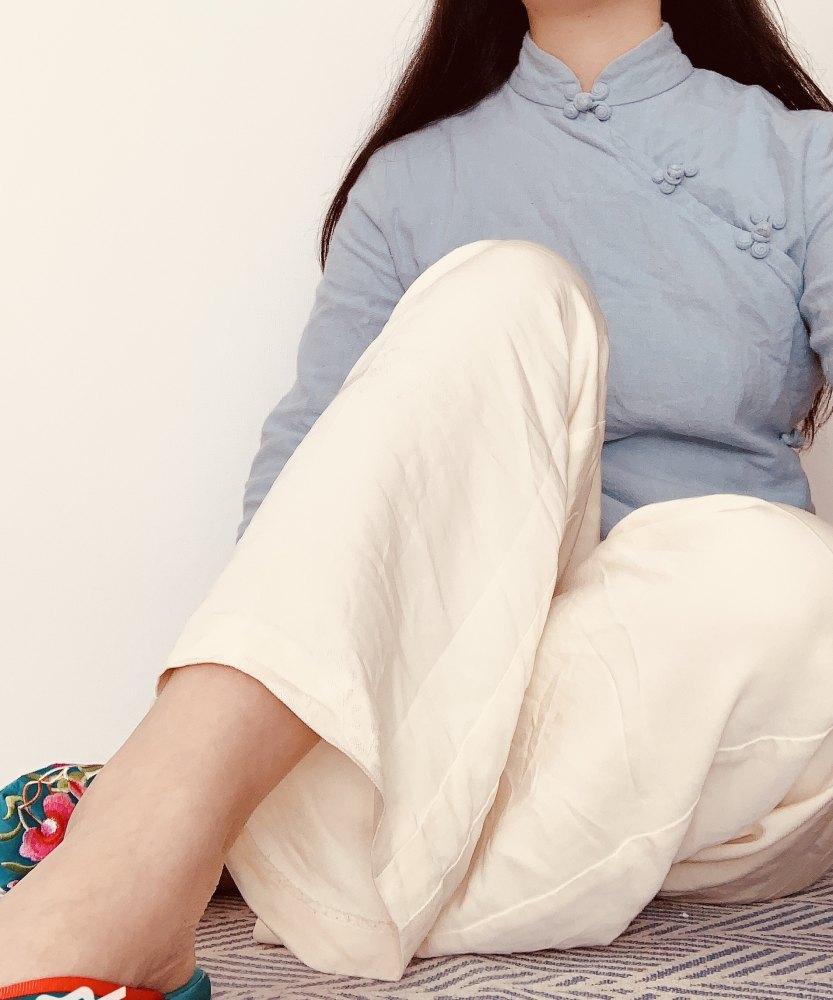 ズボンは白の正絹使用、上衣は綿。