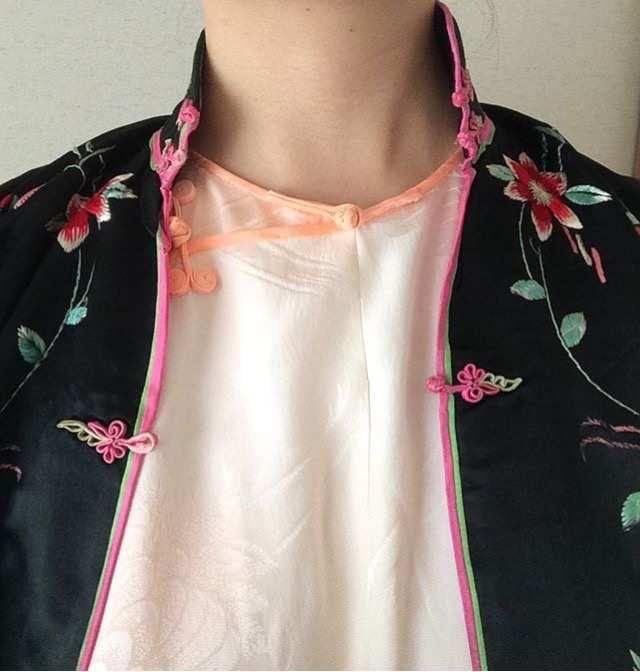 インナーのチャイナ服は長襦袢使用、羽織はアンティーク品。