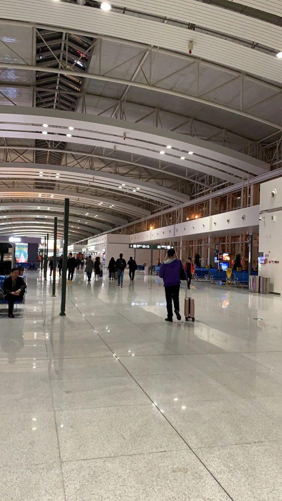 乗り換えの済南国際空港。
