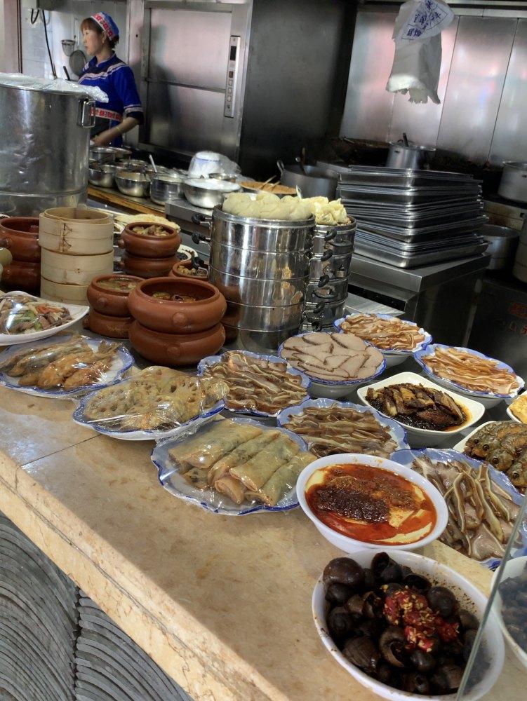 雲南料理、汽鍋鶏もあります。