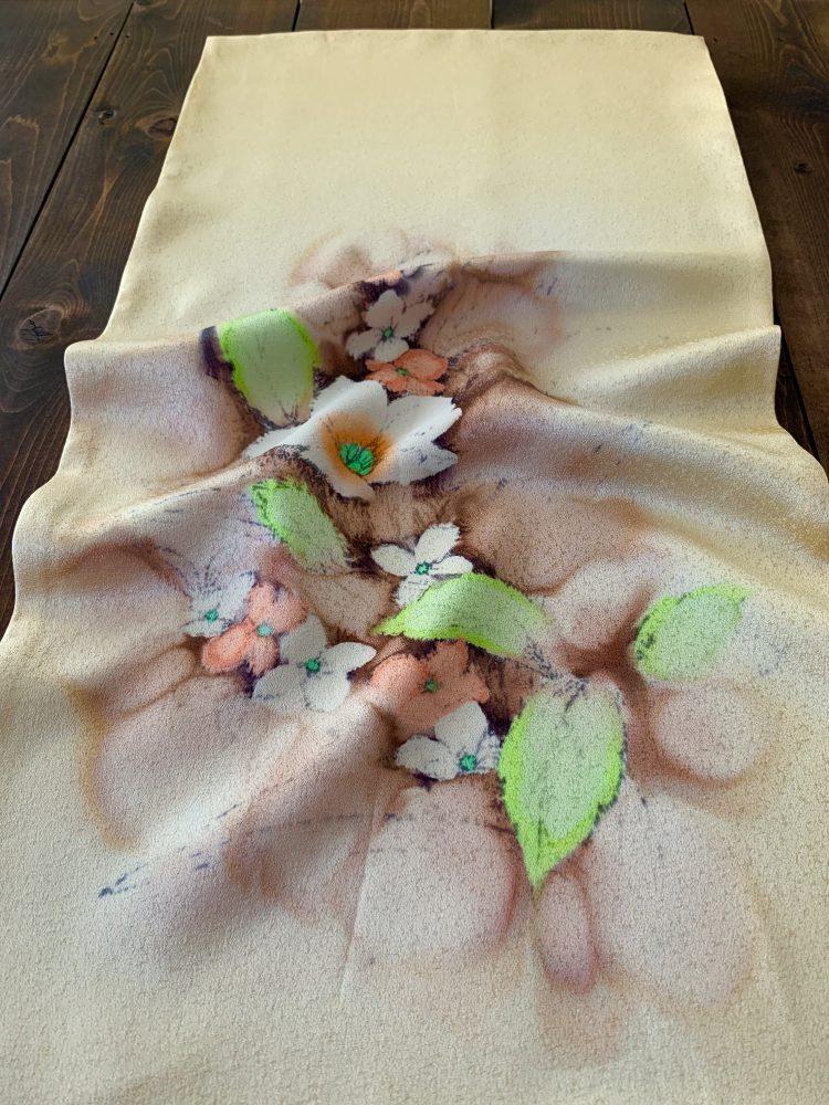 訪問着の反物で作った絹の枕カバーです