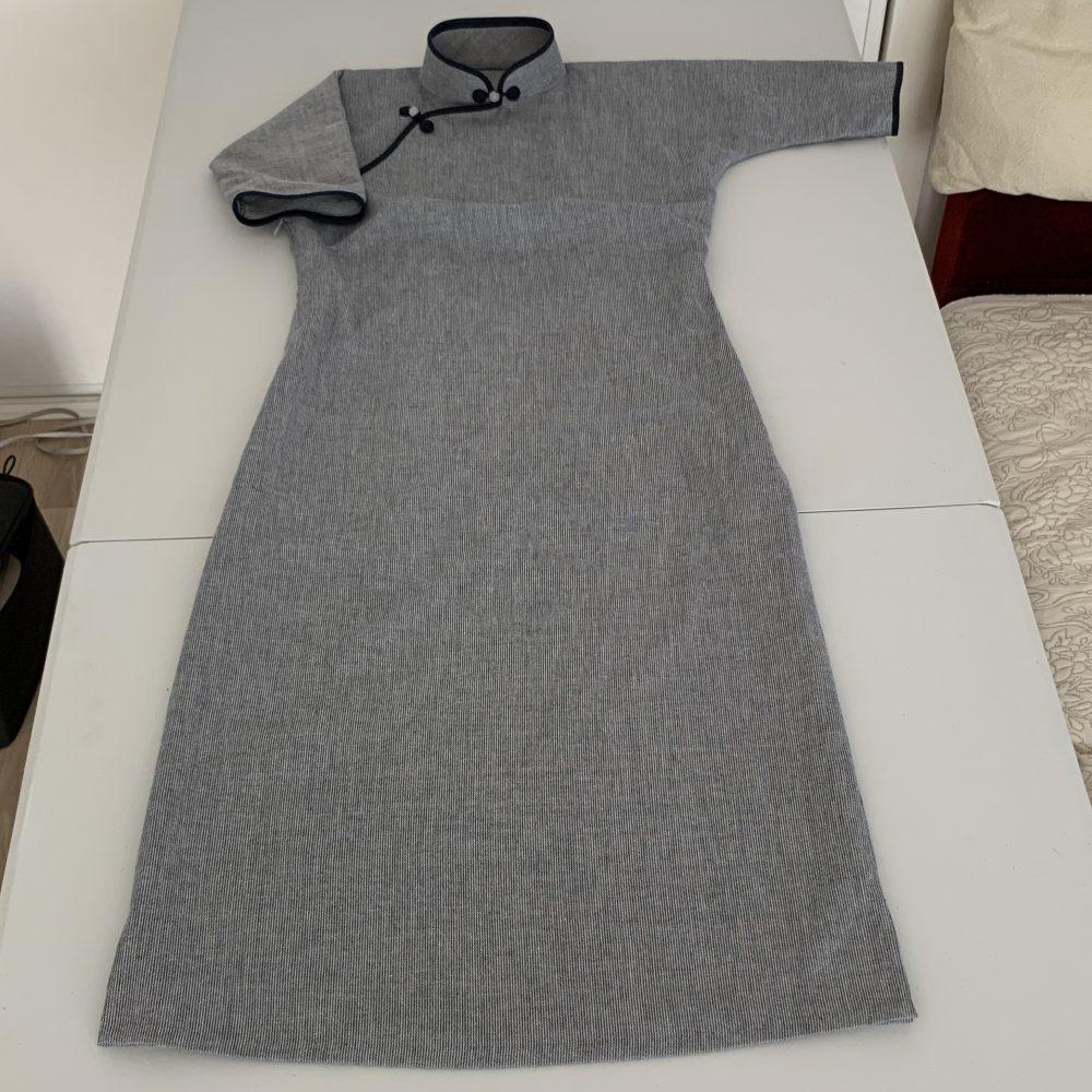 ダーツありの平連袖タイプのチャイナドレスです