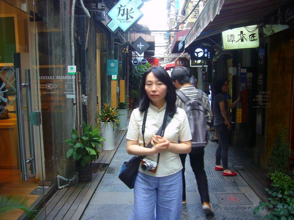 上海田子坊の路地にて