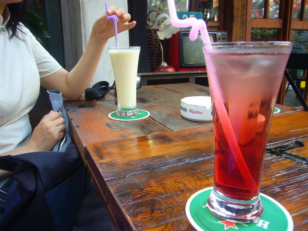 上海た子坊のカフェにて