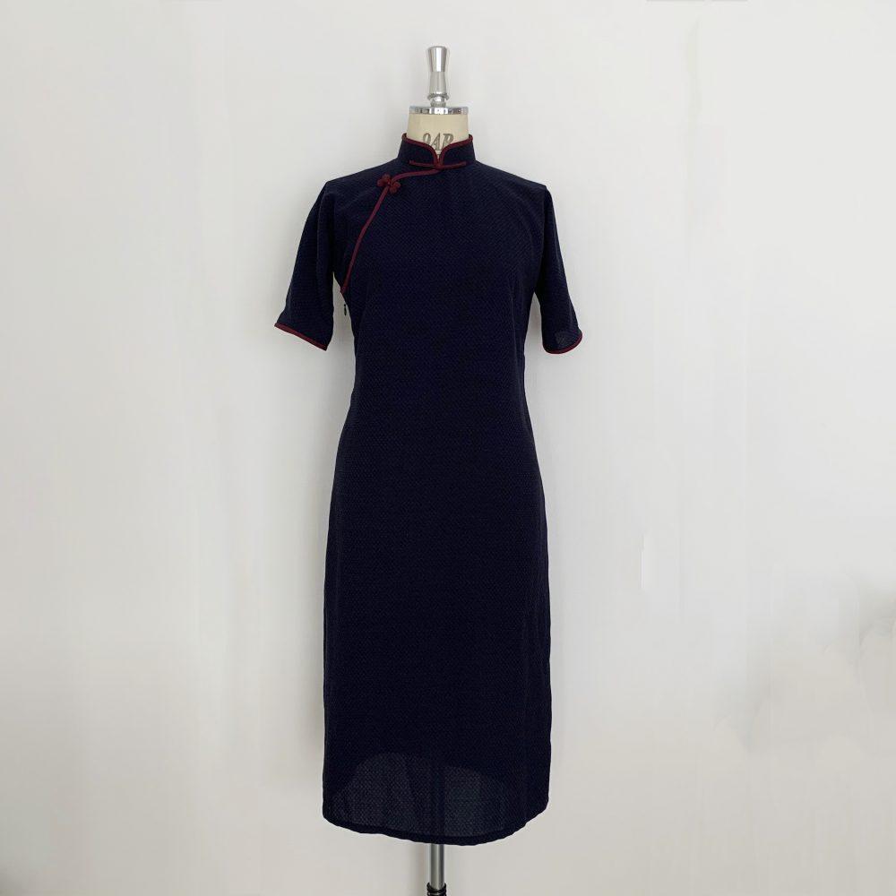 紺色のチャイナドレス